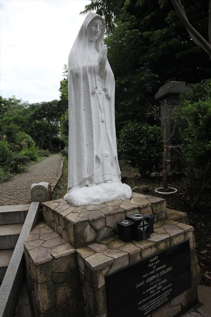 St.ジョセフ廃校に伴い捧げられた記念のマリア像_1