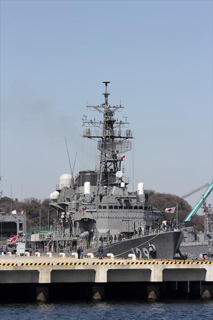 護衛艦やまゆきの出港の様子_1