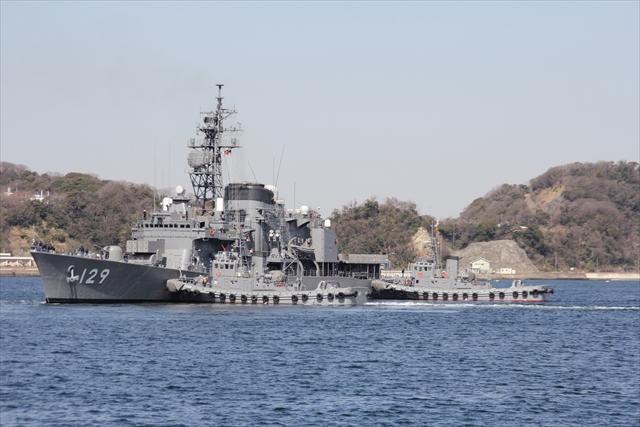 護衛艦やまゆきの出港の様子_9