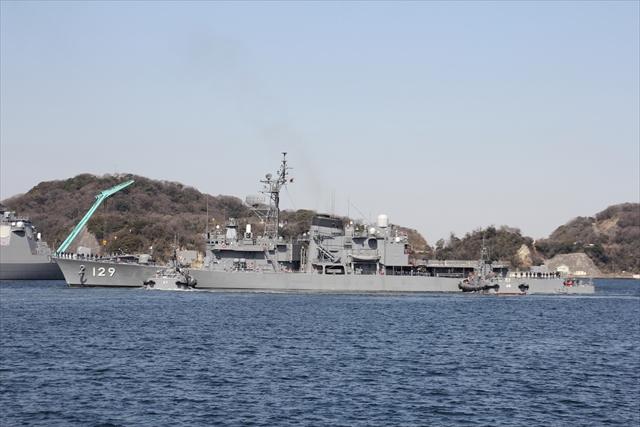 護衛艦やまゆきの出港の様子_12