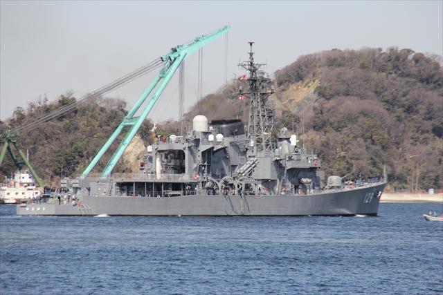 護衛艦やまゆきの出港の様子_21