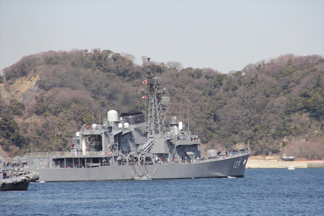 護衛艦やまゆきの出港の様子_22