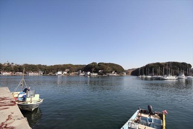 湾内に停泊中のヨット・漁船など_3