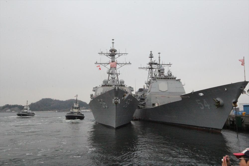 艦船の間には緩衝装置が_1