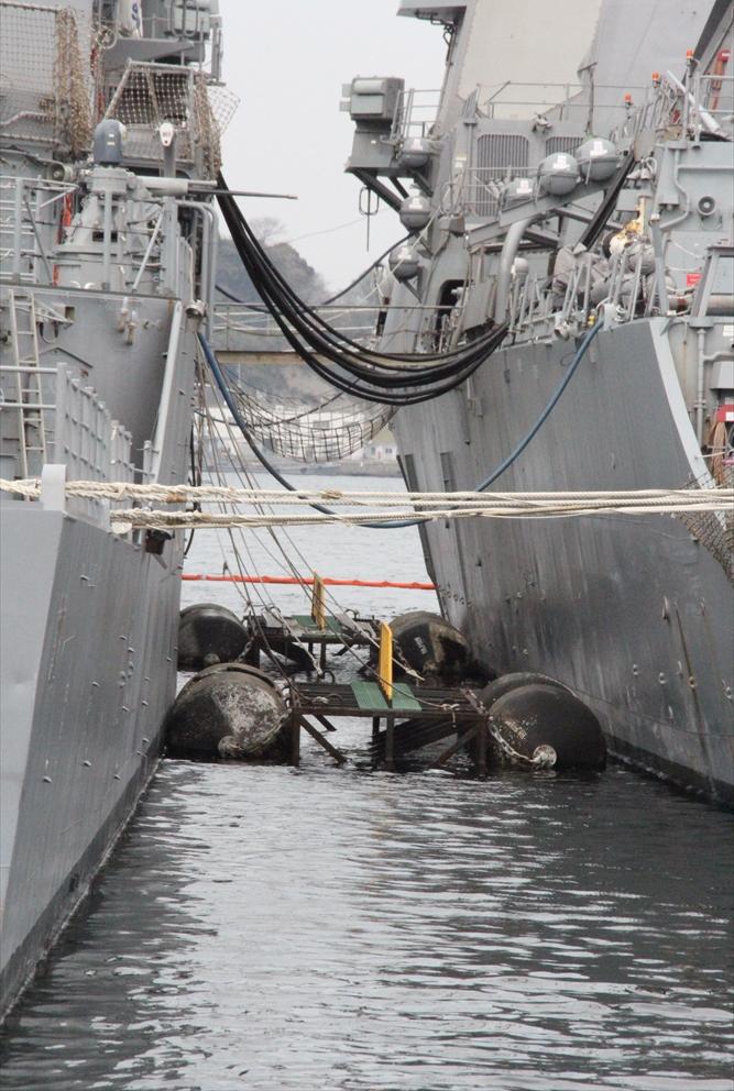 艦船の間には緩衝装置が_2