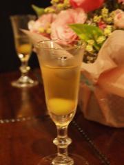 ウェルカムドリンク 葡萄の白ワイン煮のアレンジアイスティー