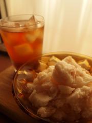 桃のヨーグルトシャーベットとカモミール&アールグレイのアイスティー