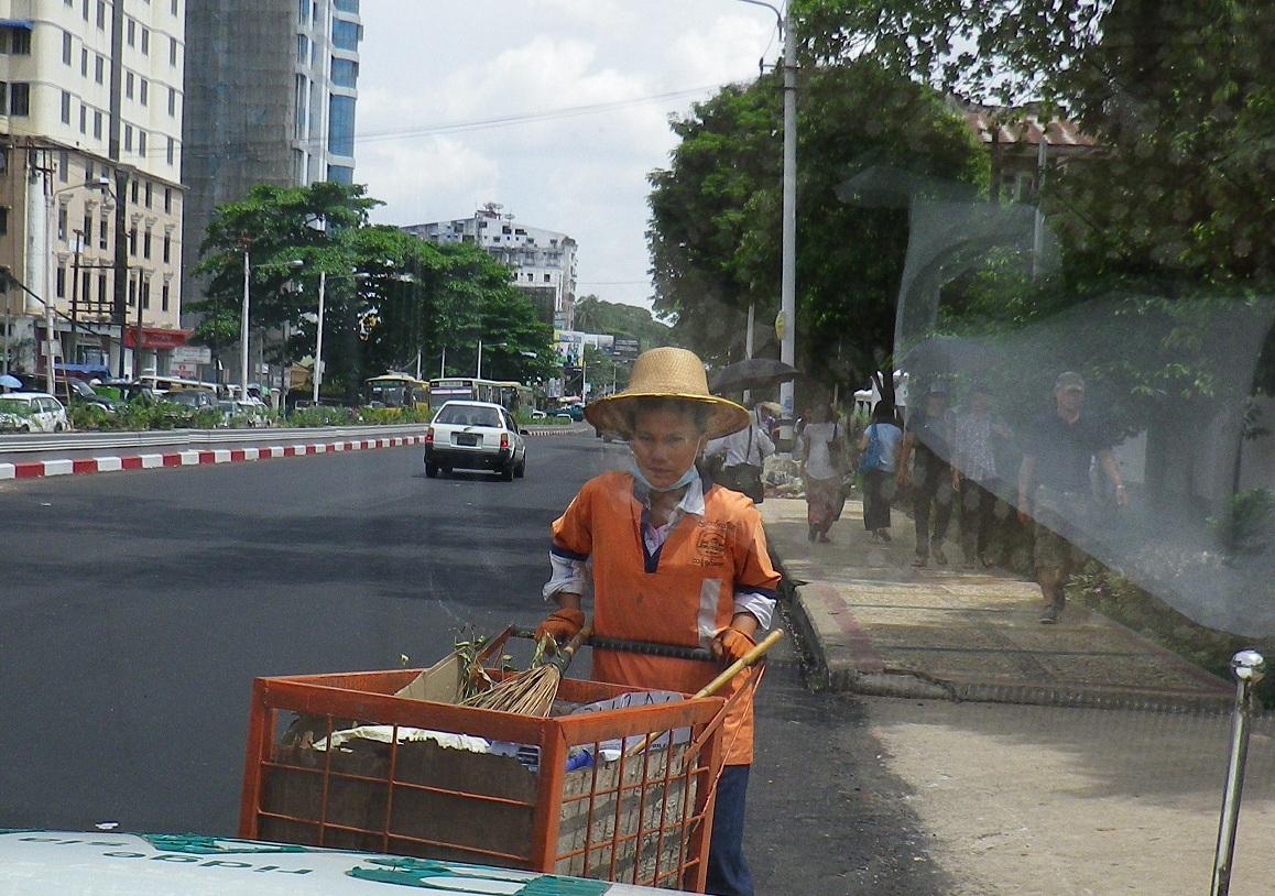 ヤンゴンでのゴミの収集