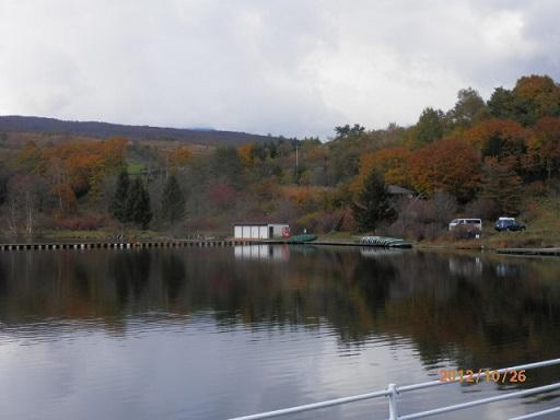 秋季、バラギ湖