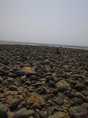 島には石碑がある