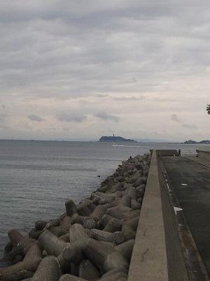 逗子マリーナから望む江ノ島
