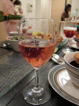 シャンペンにハイビスカス