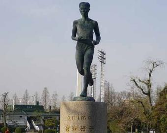 450px-Yuko_Arimori_bronze_statue_convert_20121113150328.jpg