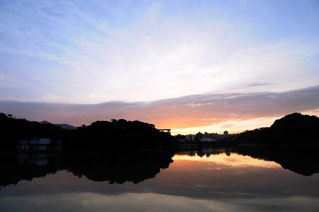 暁の空と湖面(6)