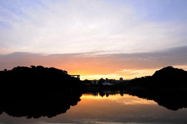 暁の空と湖面(5)