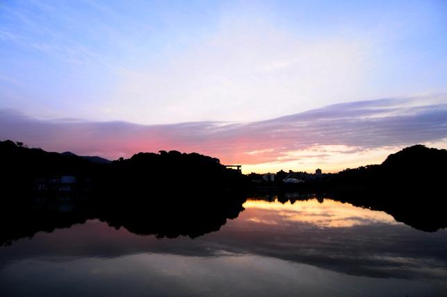 暁の空と湖面(4)