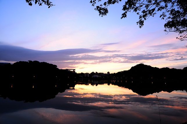 暁の空と湖面(3)