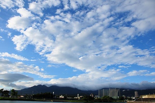 青空に映える雲(4)