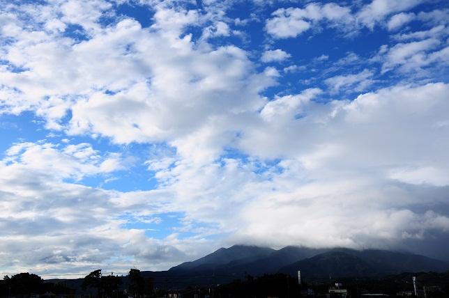 青空に映える雲(2)