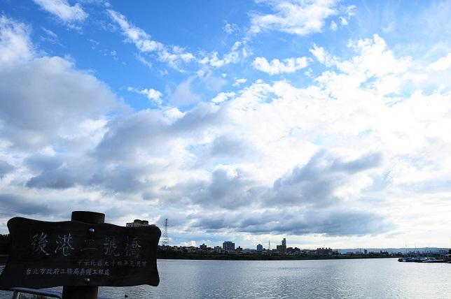 青空に映える雲(1)