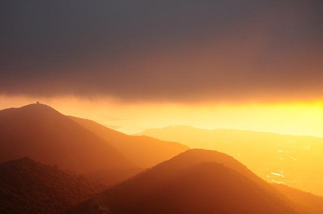 夕霧色に染まる山(1)