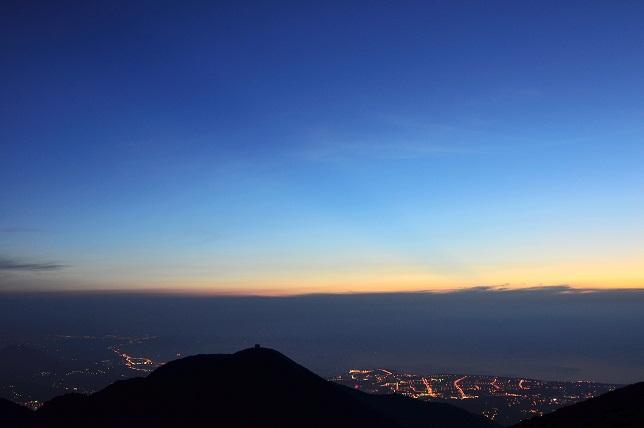 山頂の夕暮れ(3)