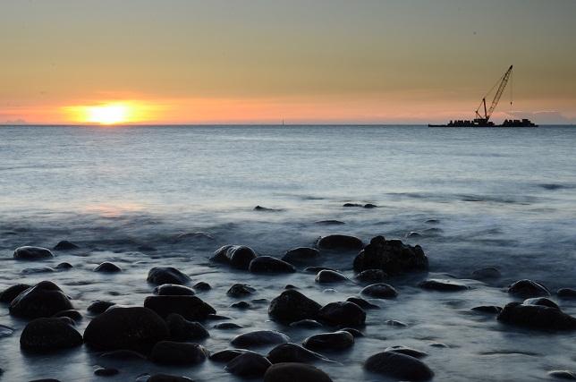 ゴロタ浜の夕暮れ(1)