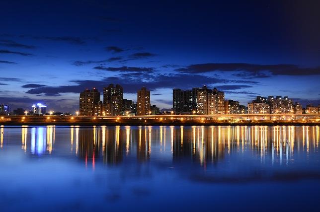 街の夕暮れ(3)