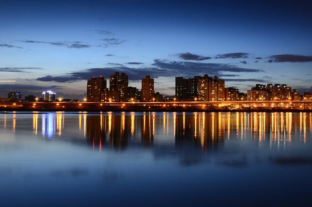 街の夕暮れ(2)