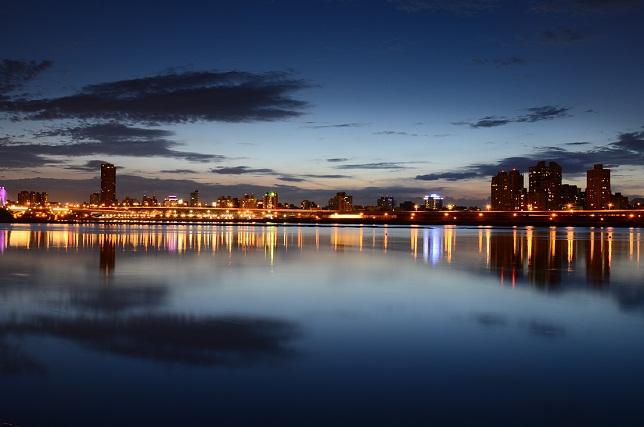 街の夕暮れ(1)