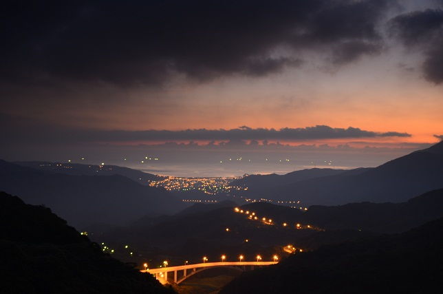朝靄と山の夜明け(1)