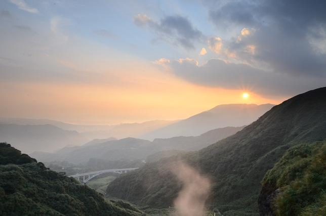 朝靄と山の夜明け(5)