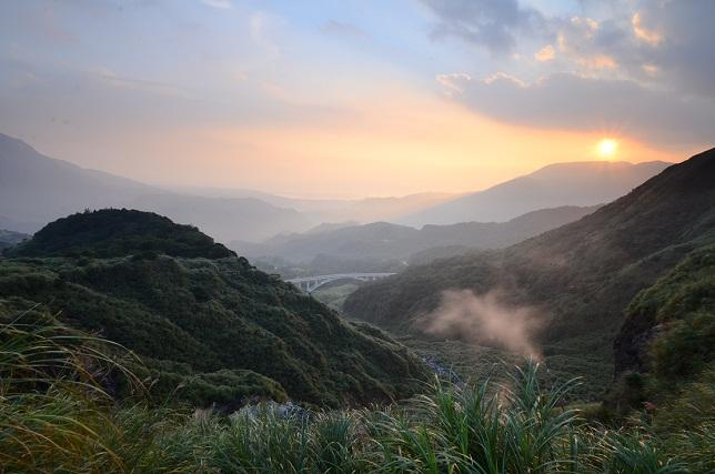 朝靄と山の夜明け(4)