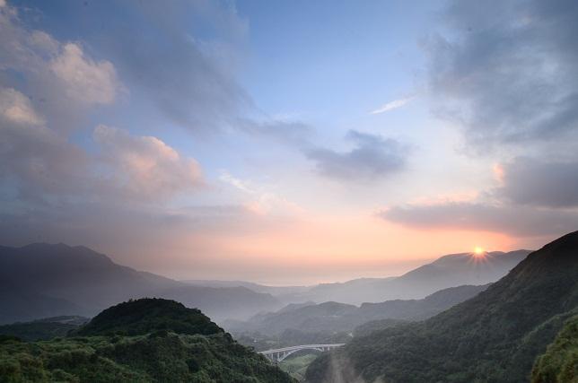 朝靄と山の夜明け(3)