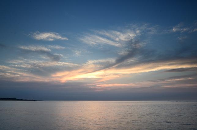 暗闇迫る海岸線(1)