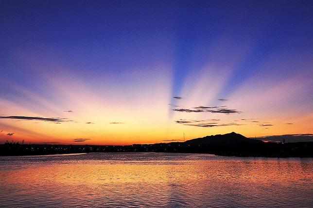 夕日の光芒美