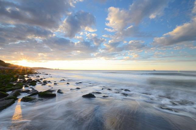 寄せる波、暮れる海(2)