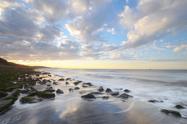 寄せる波、暮れる海(1)