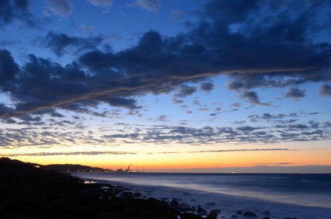 寄せる波、暮れる海(8)