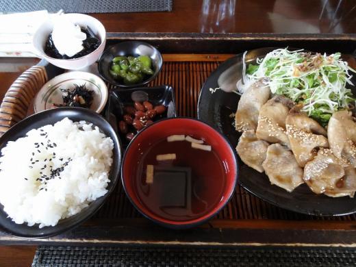 森のうさぎ 生姜焼き定食1