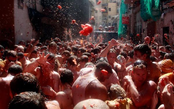 【グロ注意】 スペインで毎年恒例トマト祭り開催 グロすぎワロタwww