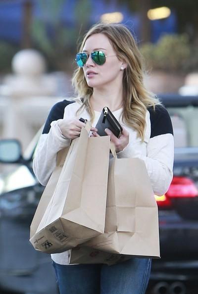 Hilary+Duff+Hilary+Duff+Shops+Groceries+e2iovdGWz5il.jpg