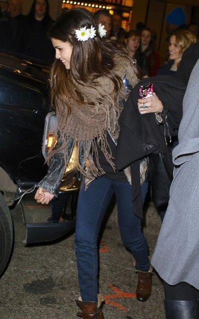 Selena-Gomez-012013-3.jpg