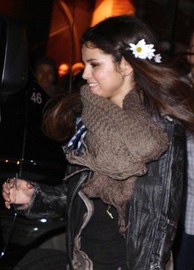 Selena-Gomez-012013-4.jpg