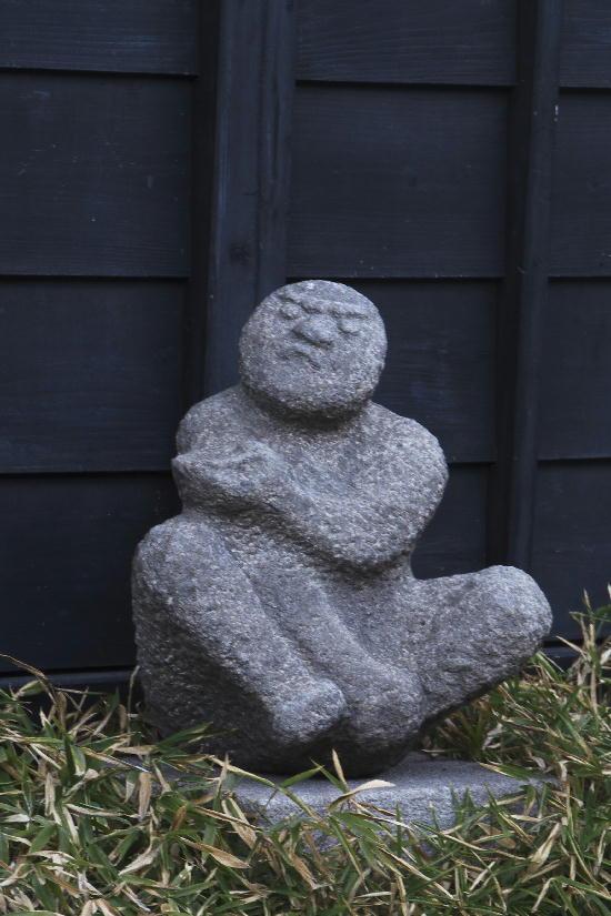 石の置物-2
