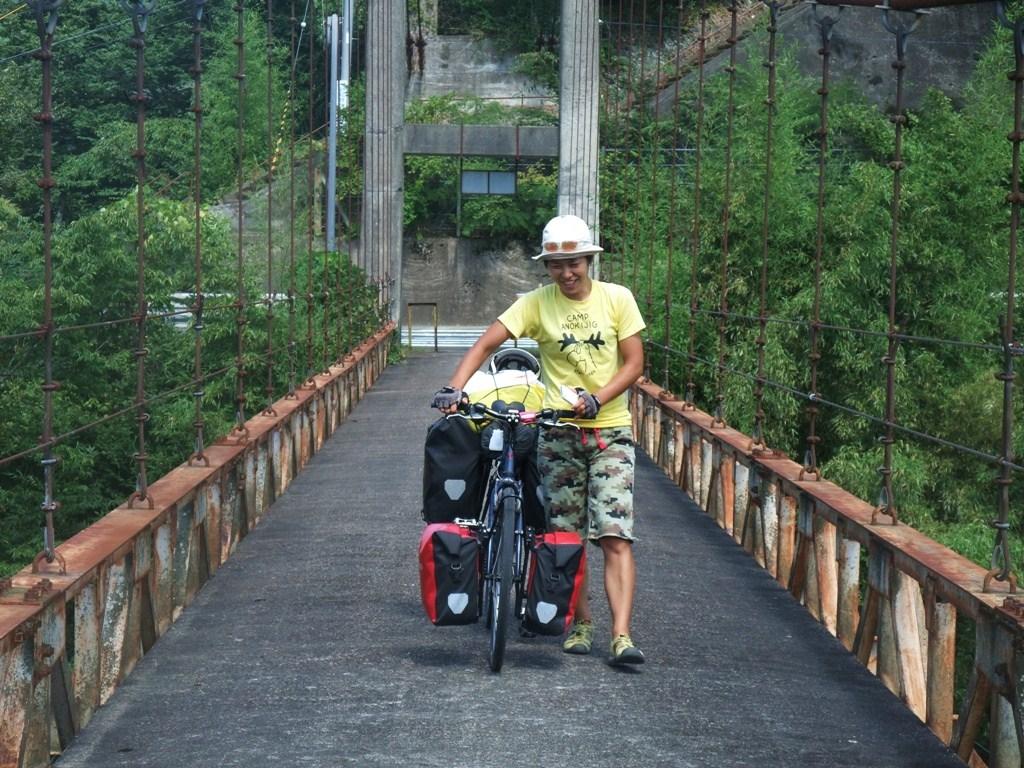 京都、南丹の橋にて