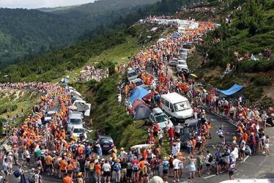 Plateau-de-Beille-crowds.jpg