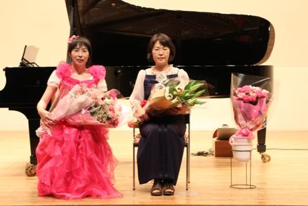 2013.6.22発表会・集合写真・講師2名