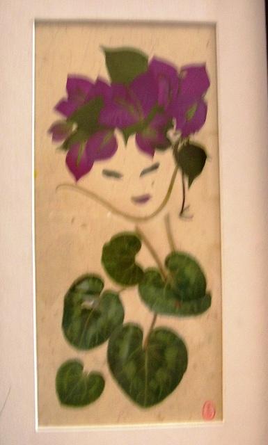 押f花絵のア-ト 5。一幅のスケッチ画に見えるが、頭髪と花飾りはフランボヤンの葉と花、顔と首の線は葉の茎、胸と洋服は薬草の葉である。