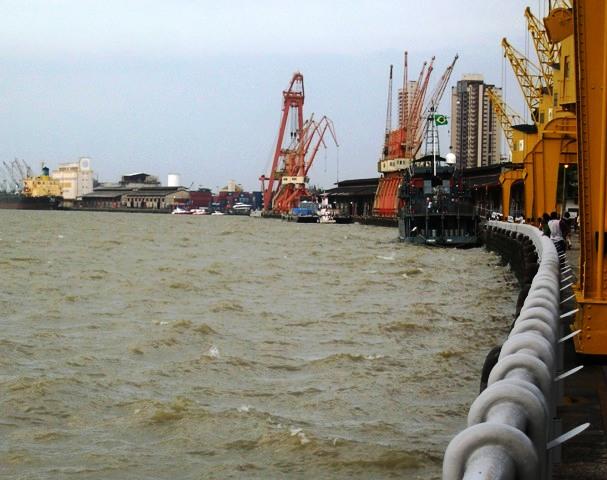 ゴムを積み出したベレンの港
